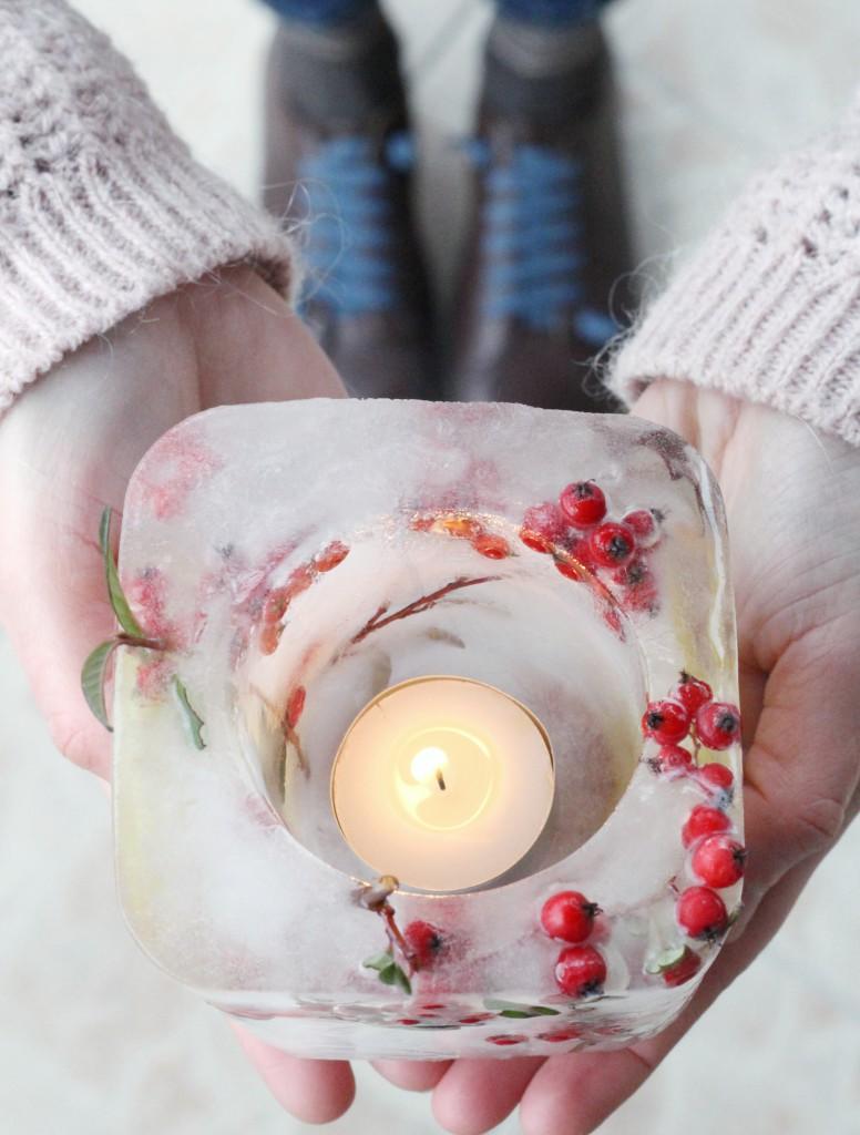 lanterna ghiaccio mani